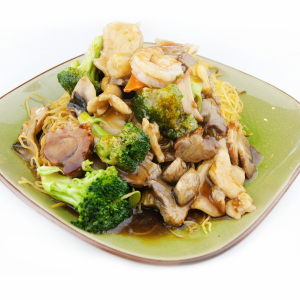 67. House Special Chow Mein with Meat & Seafood