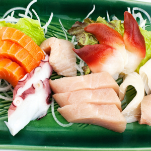 Assorted Sashimi (14 Pieces + Rice)