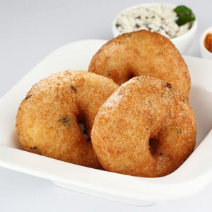 Idly Vada Combo (Two Idlys and One Vada)