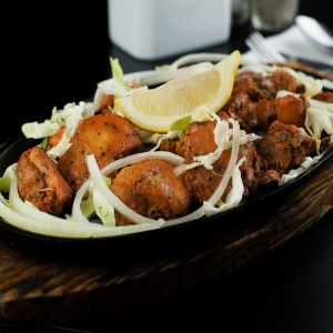 Chicken Tikka (8 pcs) with Naan Bread