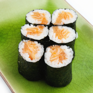 102.Salmon & Avocado Roll