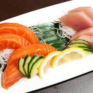 Tuna & Salmon Sashimi (8 pcs)