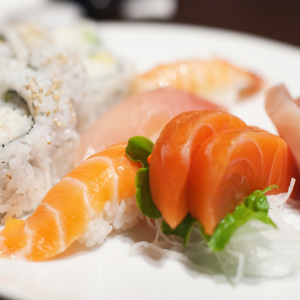 S15 Avenue Rd. Sushi & Sashimi Combination (21pcs)