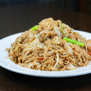 Rice Noodle with Beef and Vegetables