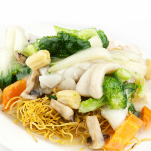 Seafood & Vegetable Chow Mein