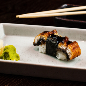 Winter Unagi Roll (6pcs)