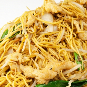 135. Stir-Fried Rice Noodle with Chicken in Black Pepper Sauce