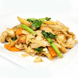 N8. Soft Rice Noodles - Pad See Ew