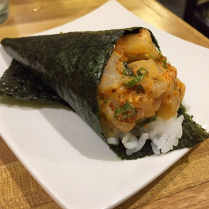76. Chopped Scallop Temaki