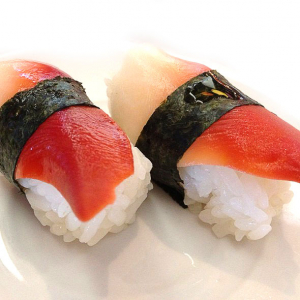 B9. Surf Clam Sushi (2 pcs)