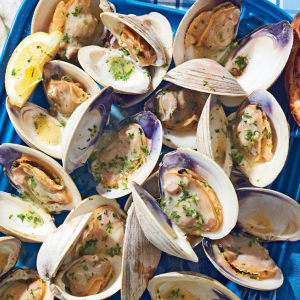 47. Clams with Vermicelli in Wine Sauce