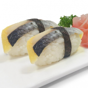 B6. Mackerel Sushi (2 pcs)