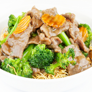 126. Sliced Beef or Chicken with Broccoli on Chow Mein