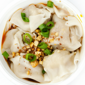 5. 紅油炒手 Wonton in Spicy Garlic & Chili with Peanut Sause