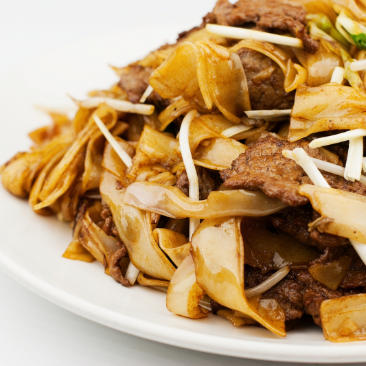 Stir-Fried Noodles with Bean Sprouts and Dark Soya Sauce