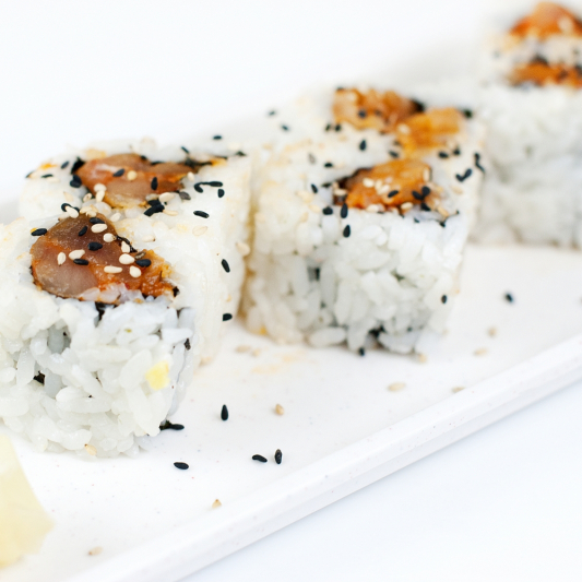 105.Spicy Salmon or Tuna Roll