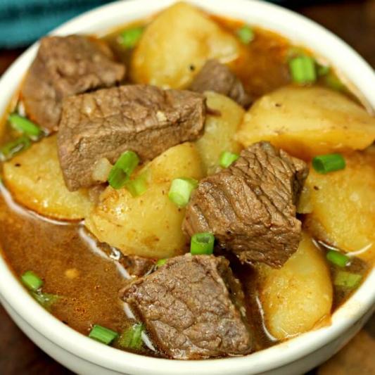 35. Stewed Pork Hock with Vegetable