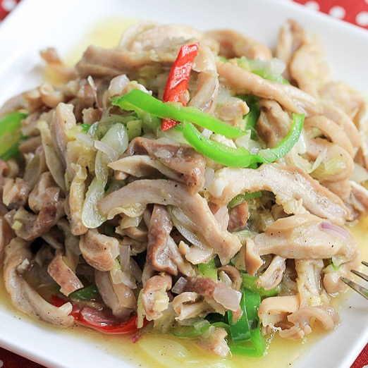 Tripe with Ginger and Shallot 薑蔥牛柏葉