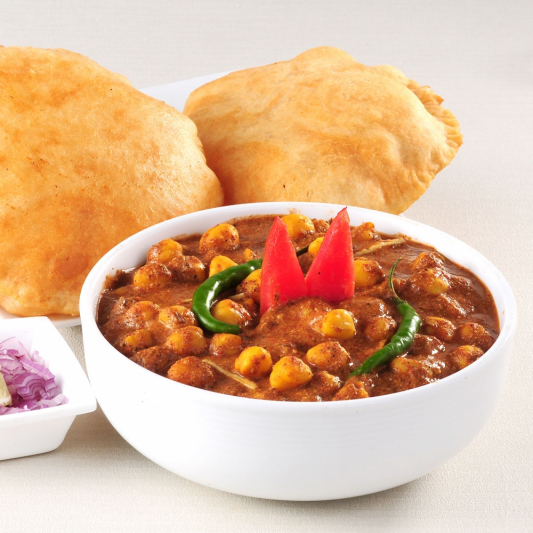 Chole Bhature (2 pcs)