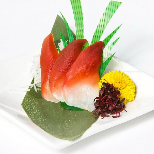 B28. Surf Clam Sashimi (3 pcs)