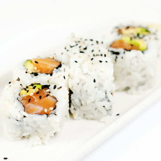 15.Salmon & Avocado Roll