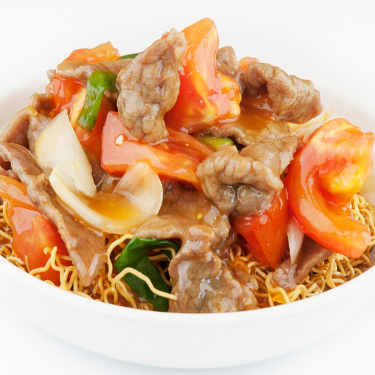 129. Sliced Beef or Chicken with Tomato on Chow Mein