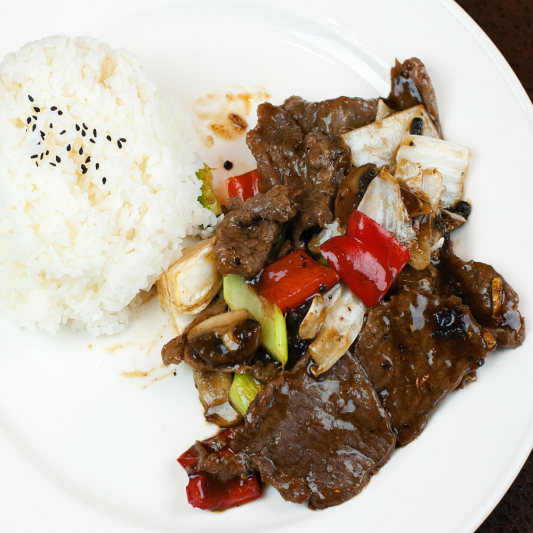 36. Beef with Green Peppers and Onions in Black Bean Sauce on Rice