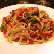 H23. Fried Noodle with Beef 牛肉炒面