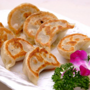H07. Pan-Fried Beef/Lamb Dumplings (15 pcs) 牛, 羊肉煎饺 (15个)