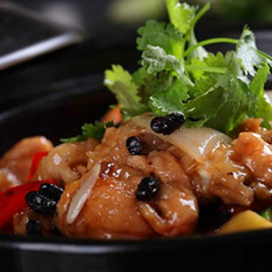 D05. Chicken with Black Bean Sauce on Hot Sizzling Plate 铁板豆豉鸡