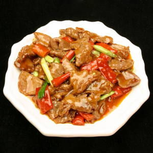 B15. Beef with Spicy Red Sauce 泡椒牛肉