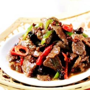 B23. Sliced Beef with Spicy Garlic Sauce 鱼香牛肉