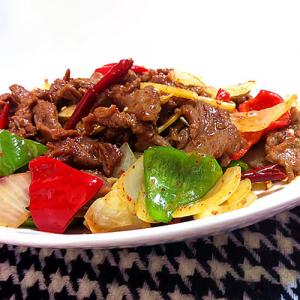 B20. Stir-Fried Beef with King Oyster Mushroom 皇子菇炒牛肉