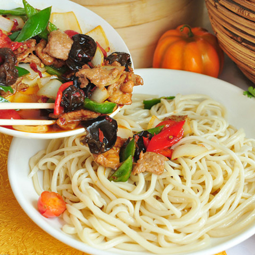 H30. Hand-Made Noodle with Lamb Sauce 羊肉哨子面