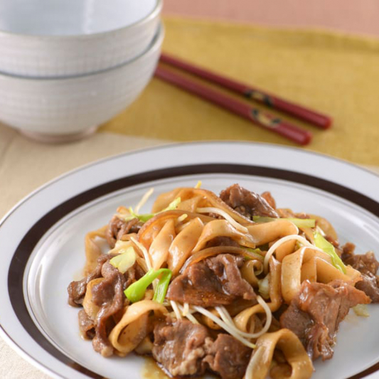 100. Rice Noodles with Beef