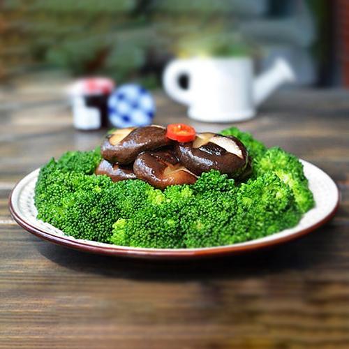 G02. Fried Broccoli with Mushroom 冬菇西兰花