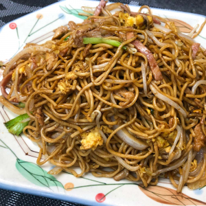 399. Stir-fried Noodles w/ Shredded Chicken Pork and Ham 三絲蛋炒冷麵