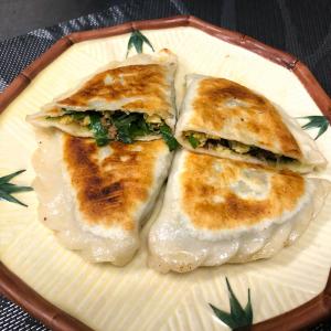 369. Crispy Dumpling with Chinese Chives & Egg (2 pcs) 韭菜盒子
