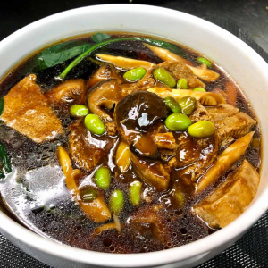 431. Noodles w/ Green Soy Bean and Chicken Like Vegetable Bean Curd 毛豆素雞麵