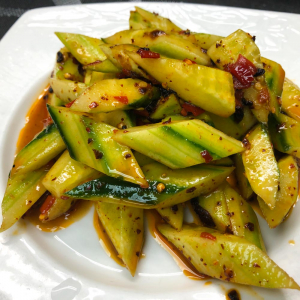 38. Cold Cucumber w/ Chili Sauce 麻辣青瓜