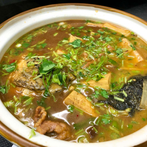 73. Stewed Fish Head with Hot Spicy Soup in Casserole
