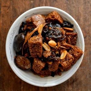 319. Braised Wheat Gluten and Duck in Casserole