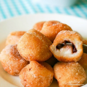 484. Deep Fried Fluffy Egg White Puff Filled with Red Bean Paste (6 Pcs)