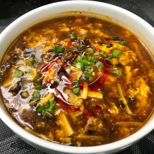 378. Wonton Soup in Hot and Sour Soup (6 pcs) 酸辣餛飩