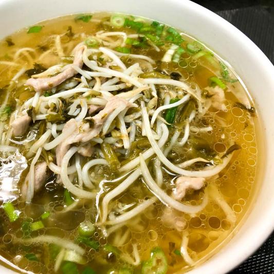 439. Noodles w/ Preserved Vegetable & Shredded Pork in Soup 雪菜肉絲湯麵