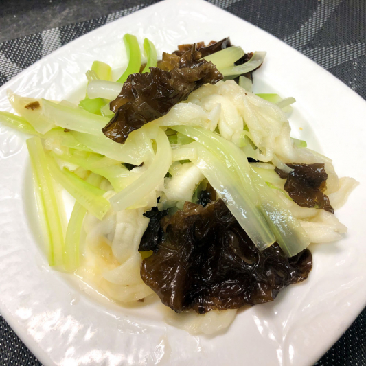 30. Tossed Duck Weds w/ Celery 西芹拌鴨掌