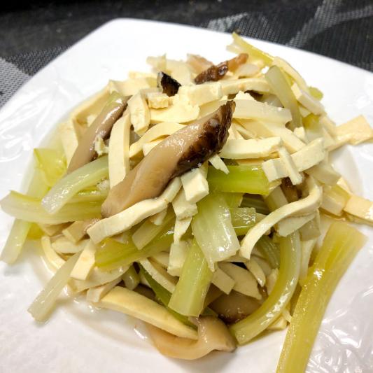 42. Tossed Celery w/ Dried Tofu Slices 香乾拌芹菜