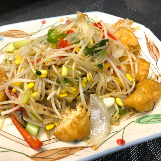 606. Stir-Fry Beans w/ Bean Sprouts 黃豆芽炒豆泡