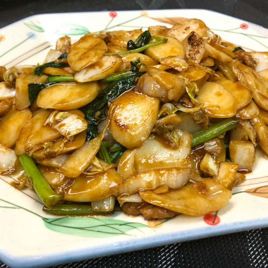 403. Fried Rice Cake w/ Greens and Shredded Pork Shanghai Style 上海炒年糕