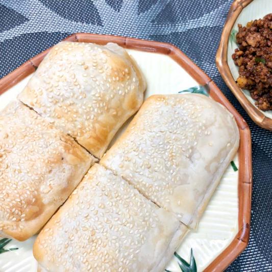 383. Sesame Cake w/ Minced Pork & Pickled Vegetable (2 Pcs) 榨菜肉末燒餅